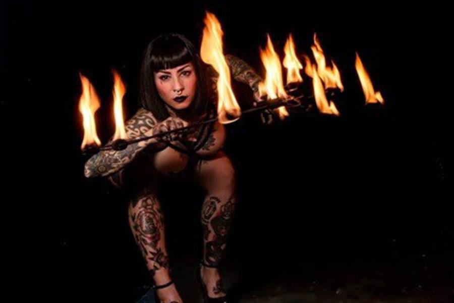 Burlesque, fetish y fuego